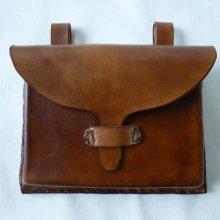 pochette artisanale en cuir pour ceinture