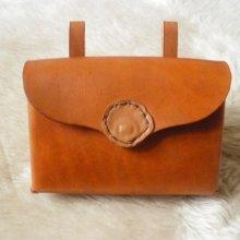pochette cuir artisanal pour ceinture